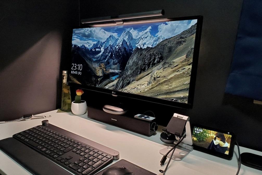 仕事が捗るモニター掛け式デスクライト「BenQ WiT ScreenBar Plus」