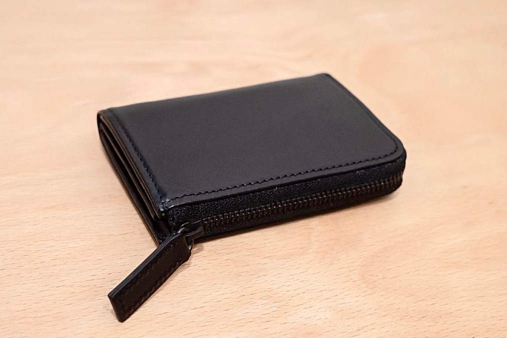 ミニマルだけど実用的な小さい財布『PRESSo L』