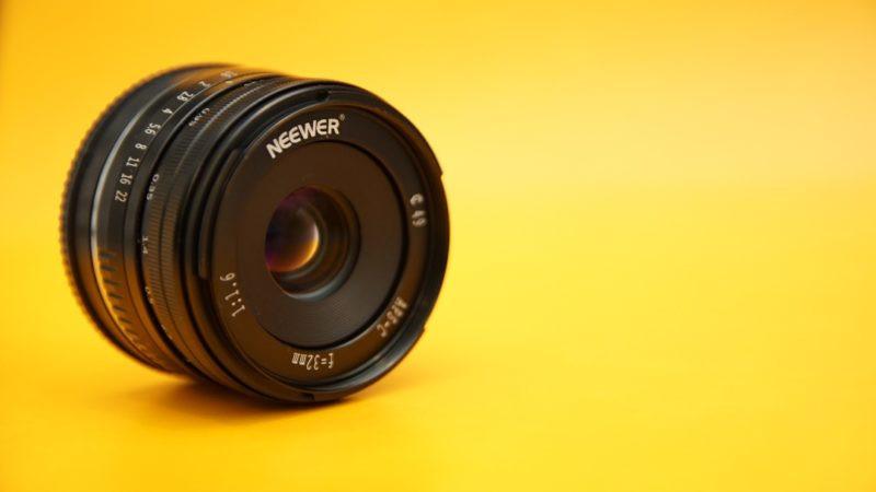 衝撃の価格、約3,000円! Neewer 32mm F/1.6。