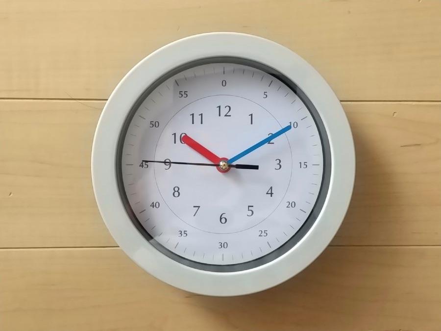 子供が読みやすい壁掛け時計(キャンドゥ)