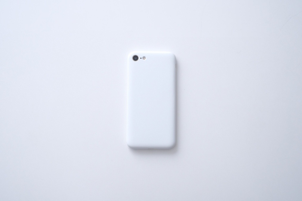 ミニマルで染め変える。「引き算の美学」から生まれた『MYNUS iPhone CASE』