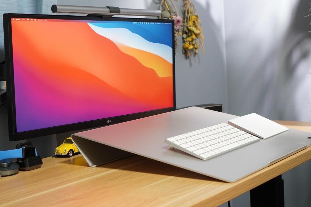 【デスク作業の疲労問題を解決!】傾斜をつけて快適なデスクワークを提案する「ANGLE 10」。PC作業の世界が変わる!