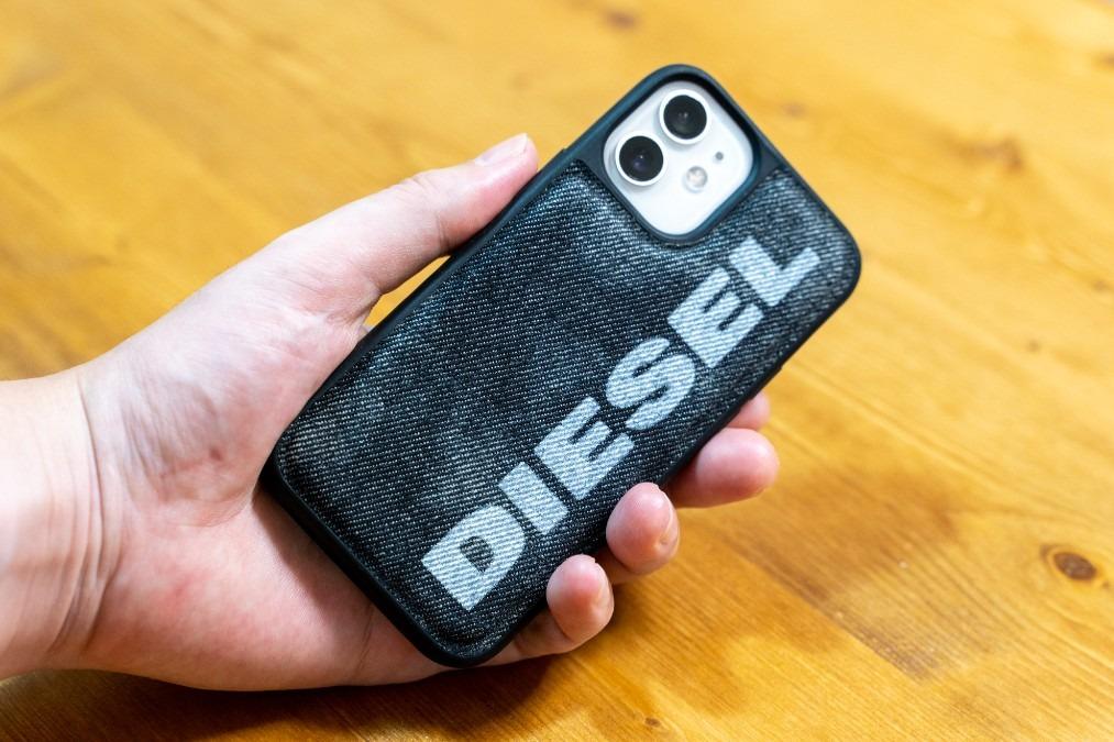 【iPhone12】デニムの素材感と衝撃に優れたDIESELのスマホケースをレビュー